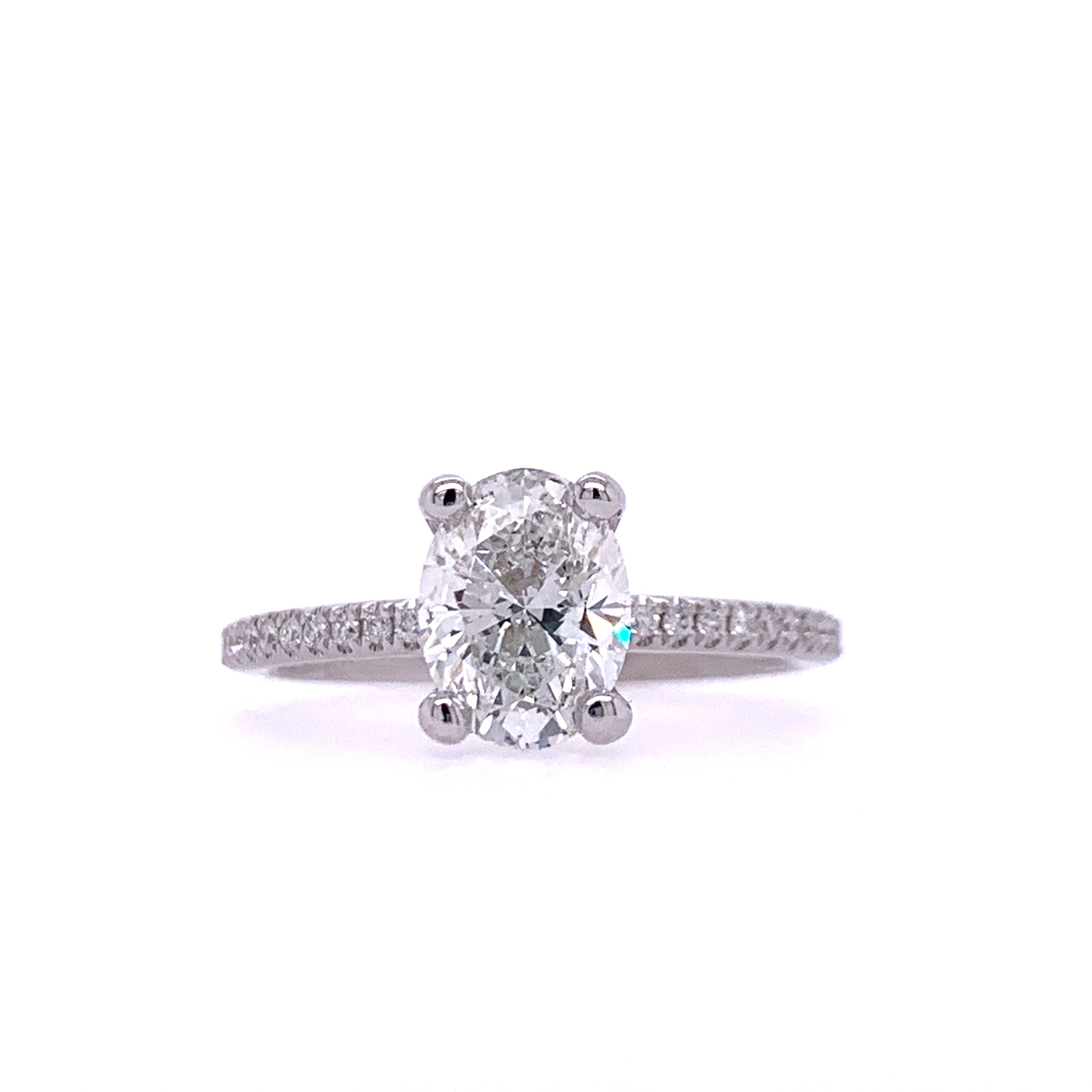Classic Ring with Oval Diamond